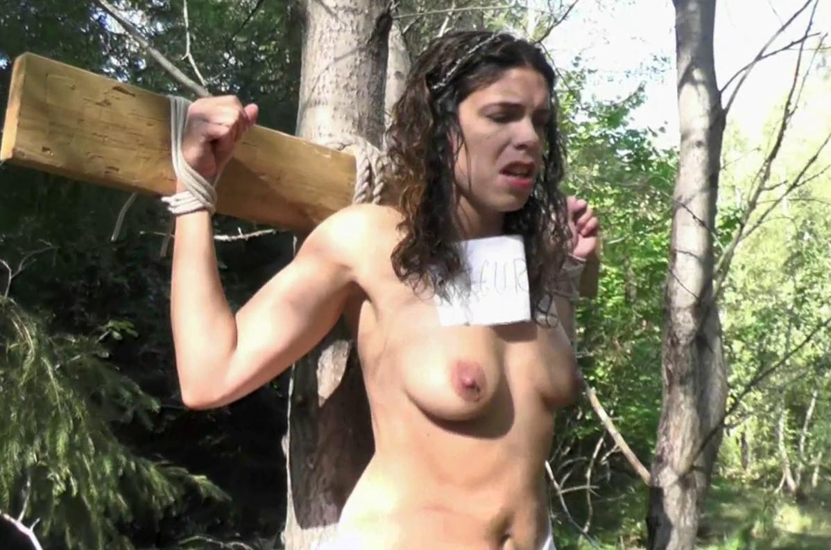 Naked slavegirl and crucified at a tree - Punished her body