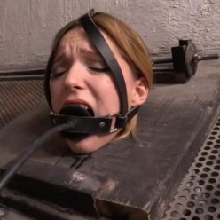 Slavegirl Edda is handcuffed and locked in a crate and Magda – Strafe 2