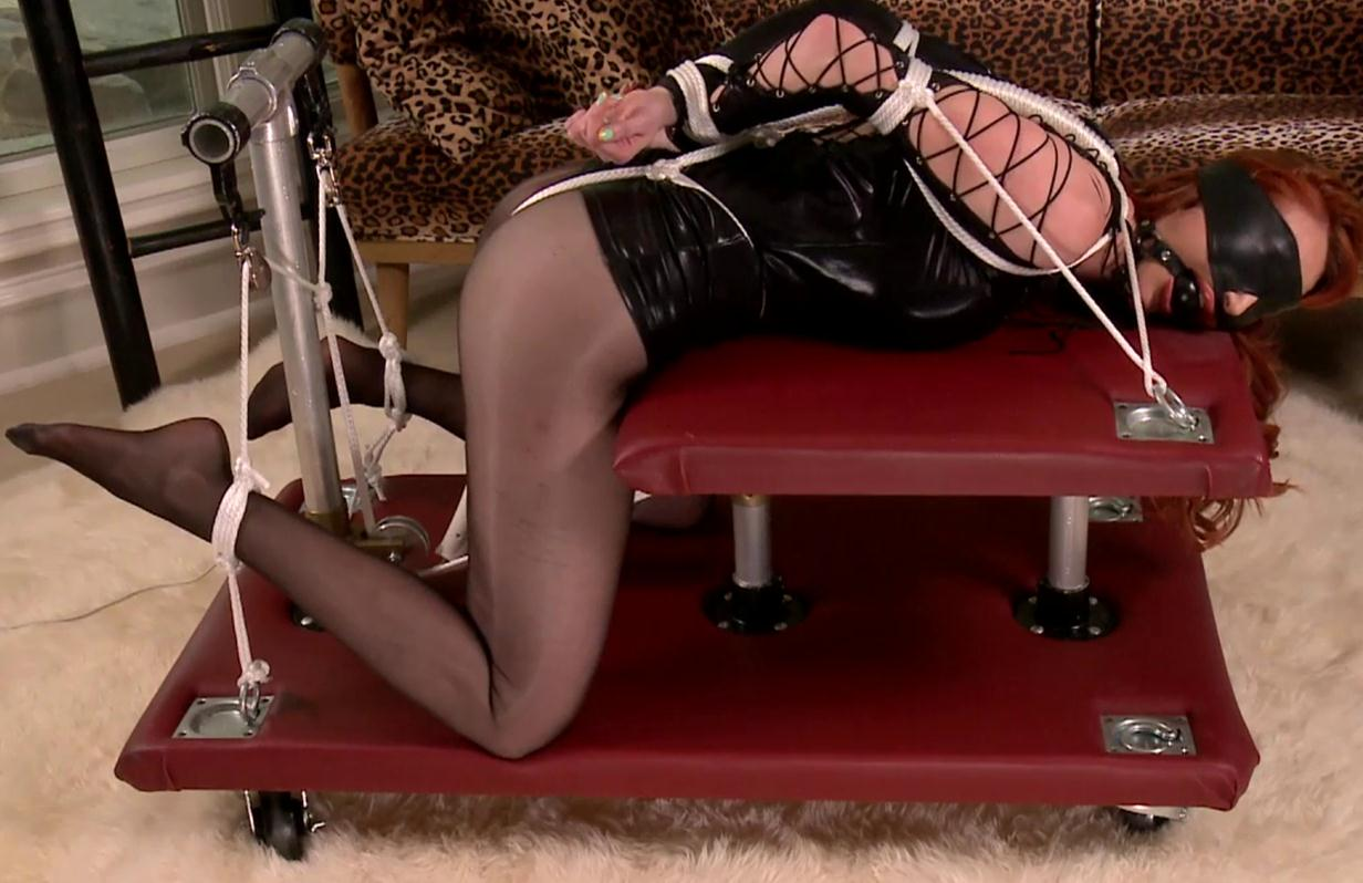 Bondagecafe Kendra James is blindfolded and bound with rope – Doggy Cart