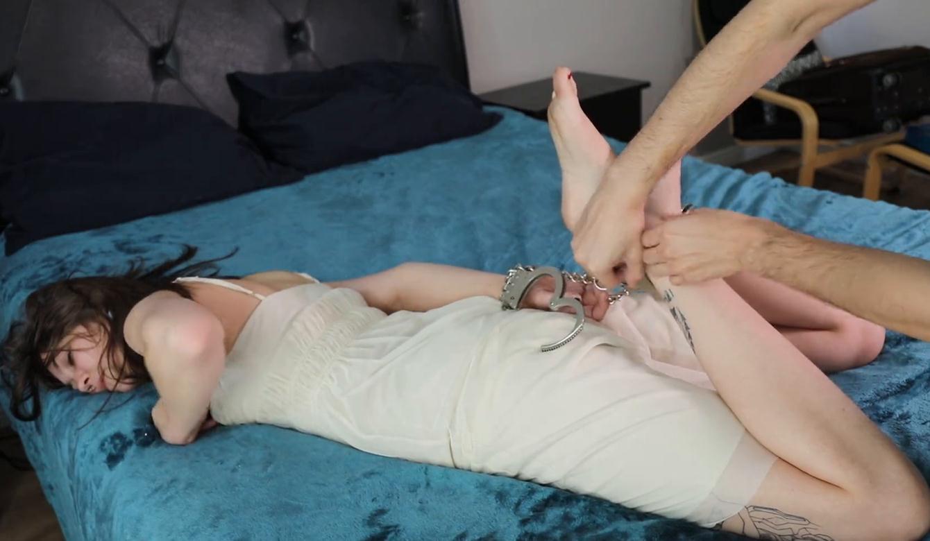 Pink-cuffs - Challenge of escape for Aurora - Cuffs bondage