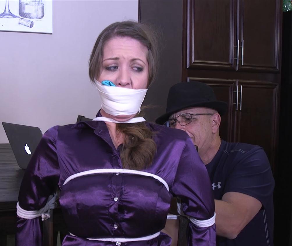 Chrissy Marie gndbondage GNDB0414 – Don't let my husband find me tied up like this! - Rope bondage