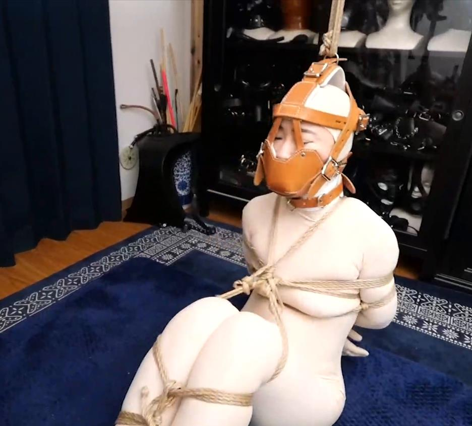 Partially suspended reverse hogtie - Mistress Chiaki ties lady Hinako in strict medical rope bondage in Zentai suit and muzzle mask - Super strict hogtie with medical restraints