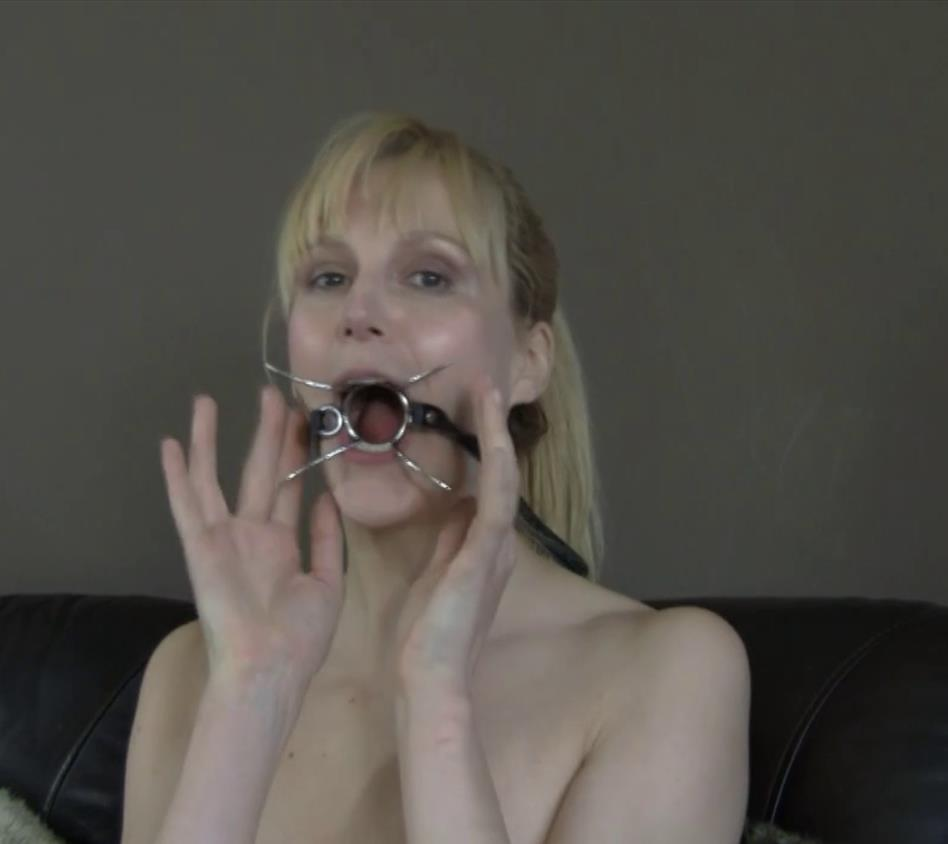 Ball gags - Experience - Ariel Anderssen is testing a large variety gags strictly - Gags Road Test