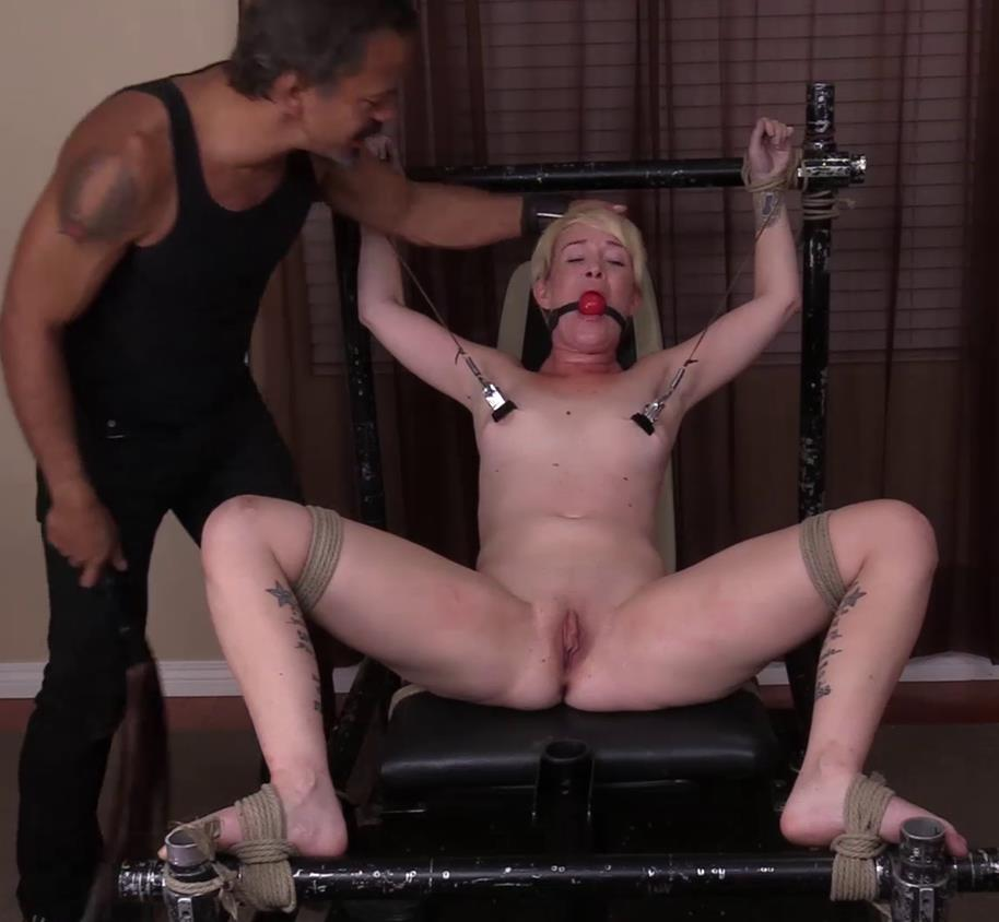 Society SM – Door to Door to Slave – Sasha Knox - Suspension- Under Control - Get naked, at which point shackles wrists and ankles