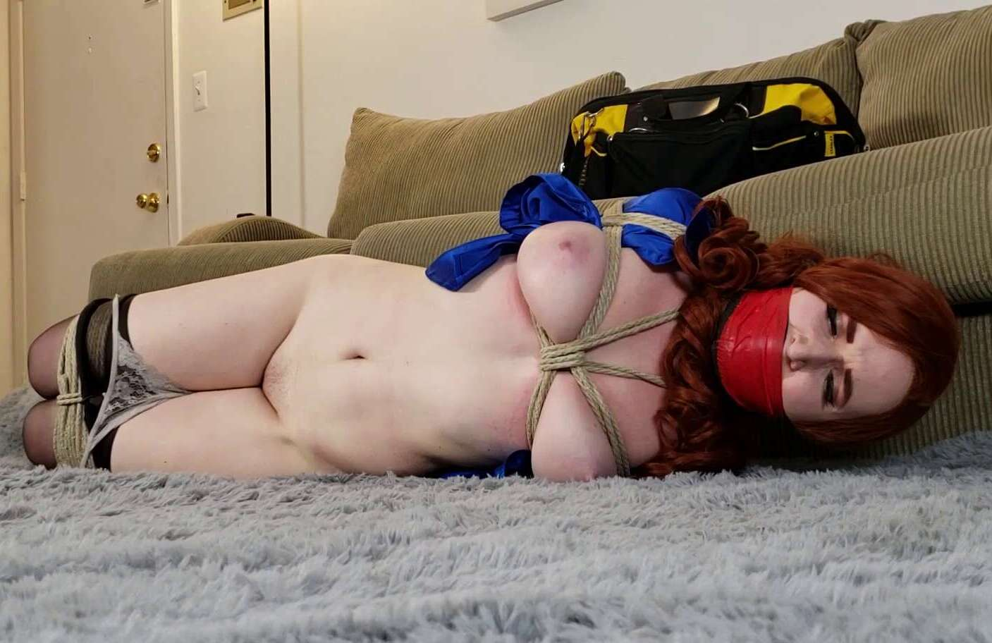 Rope Bondage - Cinched and Secured - Gagged women Dahlia Lark – The Study Grope - Nice tight crotch rope